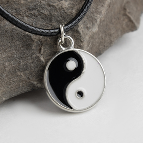 "Кулон на шнурке ""Инь-ян"", цвет чёрно-белый в серебре, 45см"