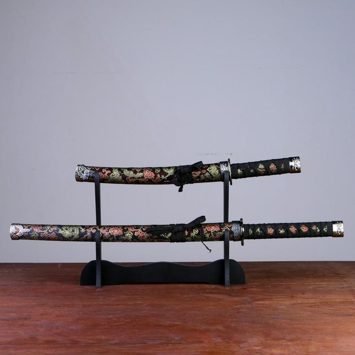 Сувенирное оружие «Катаны на подставке», ножны с золотыми узорами