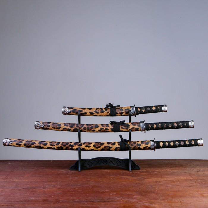 Сувенирное оружие «Катаны на подставке», чёрные ножны под леопарда