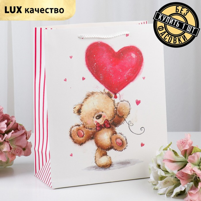 """The package laminated """"Heart"""" Suite, 26 x 12 x 32 cm"""
