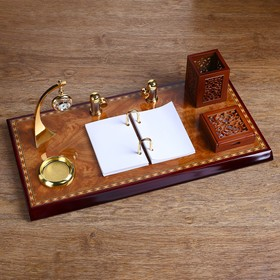 The set table: a clock, a block of paper, flipchart, business card holder, a tray for paper clips, pen holder