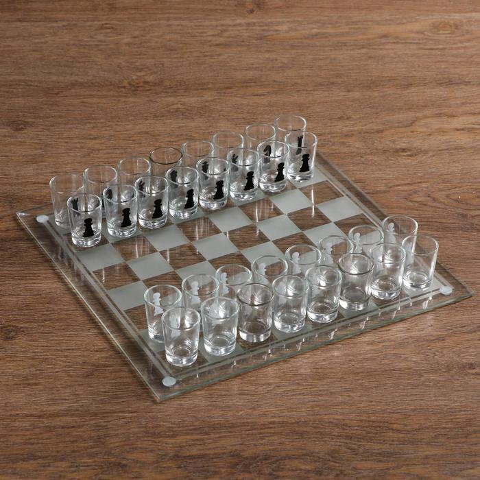"""Пьяная игра """"Пьяные шахматы"""", 32 стопки, доска 35 × 35 см, прозрачная"""