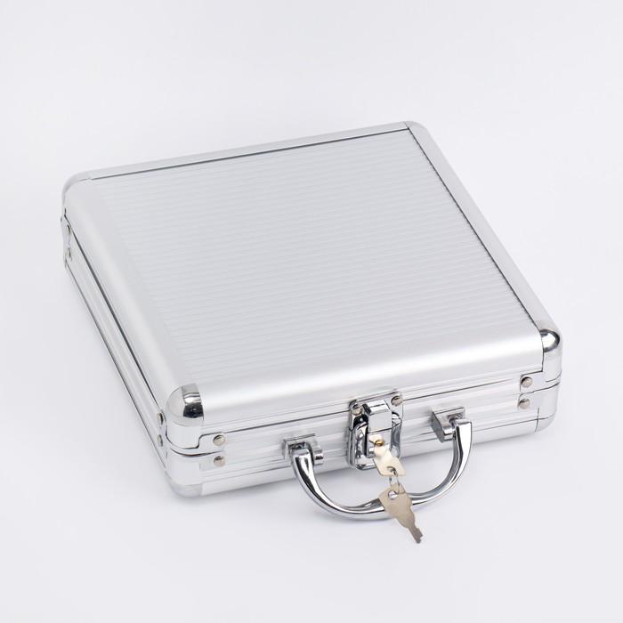 Покер в металлическом кейсе (карты 2 колоды, фишки 100 шт, 5 кубиков), 20х20 см