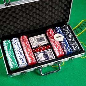 Покер, в металлическом кейсе (карты 2 колоды, фишки 300 шт, 5 кубиков), 20.5х38 см
