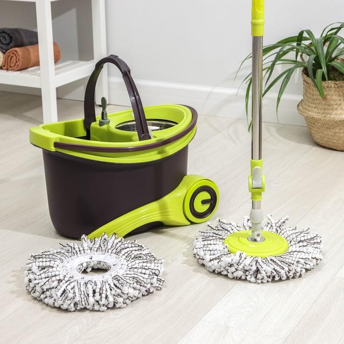 Набор для уборки: швабра, ведро на колёсах с металлической центрифугой 18 л, запасная насадка из микрофибры, 2 дозатора, цвет МИКС