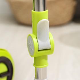 Набор для уборки: ведро на колёсиках с металлической центрифугой 18 л, швабра, запасная насадка из микрофибры, 2 дозатора, цвет МИКС - фото 4644054
