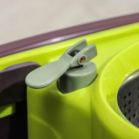 Набор для уборки: ведро на колёсиках с металлической центрифугой 18 л, швабра, запасная насадка из микрофибры, 2 дозатора, цвет МИКС - фото 4644057