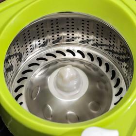 Набор для уборки: ведро на колёсиках с металлической центрифугой 18 л, швабра, запасная насадка из микрофибры, 2 дозатора, цвет МИКС - фото 4644058