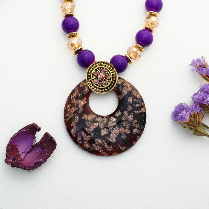 """Кулон восход """"Муранское стекло"""" круг на бусах, цвет фиолетовый, 60 см"""