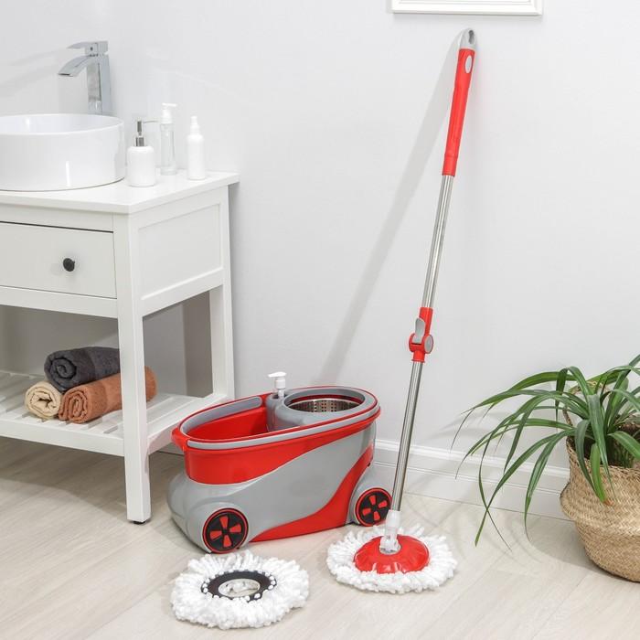 Набор для уборки: ведро на колёсиках с металлической центрифугой 15 л, швабра, запасная насадка из микрофибры, дозатор, цвет МИКС - фото 1697370
