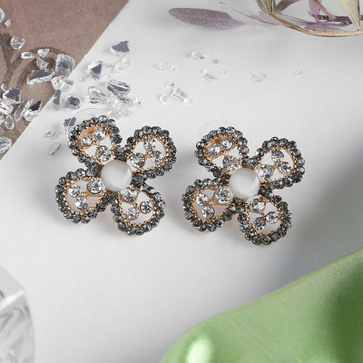 Earrings Flower quatrefoil, color grey white gold