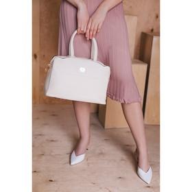 Сумка женская, отдел на молнии, наружный карман, длинный ремень, цвет молочный