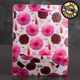 "The package laminated ""Chrysanthemum"", 18 x 8 x 23 cm"