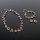 """Набор 3 предмета: серьги, колье, браслет """"Цветочный стиль"""", цвет розово-серый в чернёном золоте 18"""