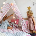 Вигвам  для детей с окном, карманом и флажками, розовый  зигзаг, 110x110x160 см