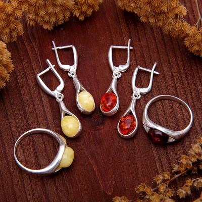 """Гарнитур посеребрение 2 предмета: серьги, кольцо """"Янтарь"""" капельки, коричневый, 19 размер"""