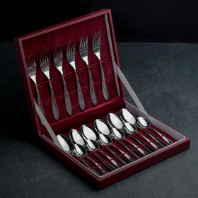 A set of cutlery 18 objects