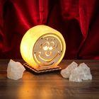 """Соляной светильник """"Круглый"""" малый с узором, 12 х 6 см, деревянный декор, цельный кристалл"""
