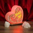 """Соляной светильник """"Сердце"""" большой с узором 18 х 17 х 6 см, деревянный декор, цельный кристалл"""