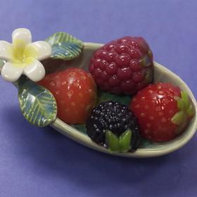 """Пластиковая форма для мыла """"Ягодки"""" 4шт, размер каждой ягодки 2х1,5х2,3 см"""