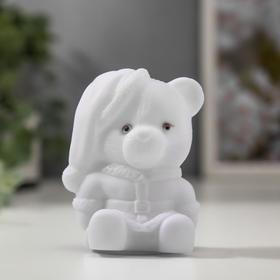 Световой сувенир 'Медвежонок в колпаке' светится разными цветами 7х5х4,5 см Ош