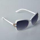 Очки солнцезащитные Оверсайз. Оправа белая, держатели дужек-золото, линзы градиент 5,5х15см
