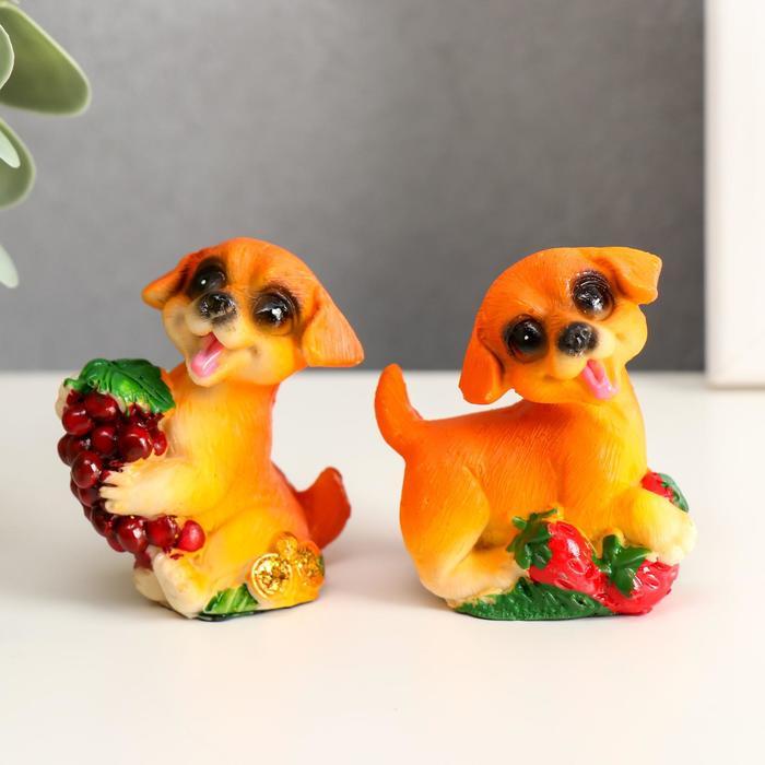 """Сувенир полистоун """"Пёсик с фруктом"""" МИКС 5,8х5х2,7 см"""