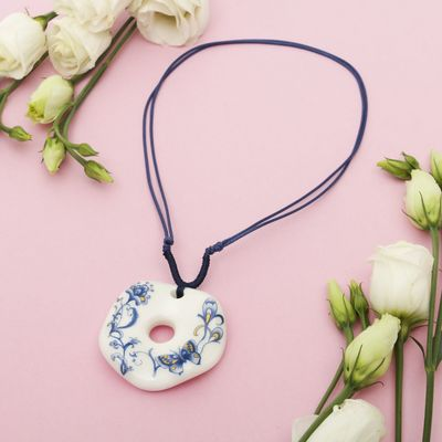 "Pendant ""Ceramics"" round wavy, length 36-70cm adjustable-color: blue-white, 36 cm"