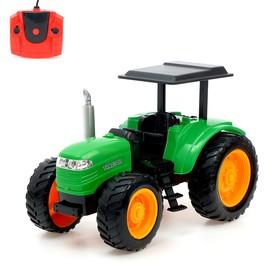 Трактор радиоуправляемый «Фермер», работает от аккумулятора, световые эффекты, цвета МИКС