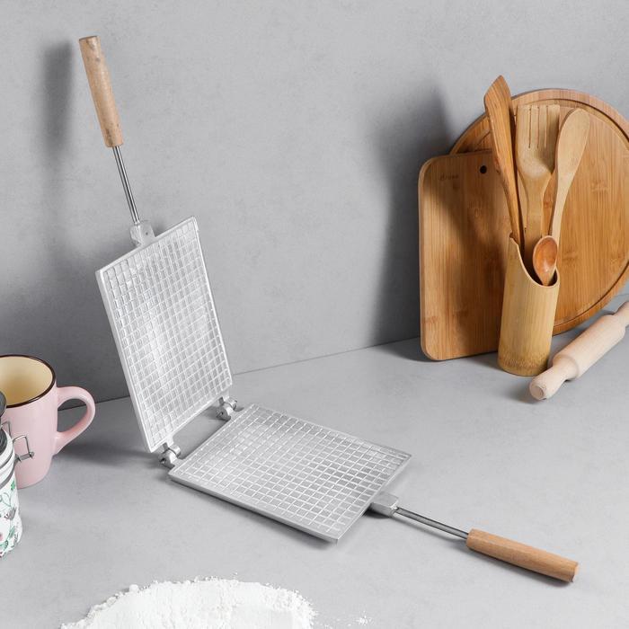 """Форма для выпечки вафель """"Прямоугольная"""", с деревянными ручками"""