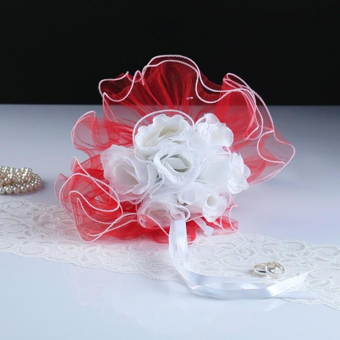 """Букет-дублер для невесты """"Каприз"""",  красный с белыми розами, 25х20 см"""
