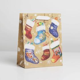 Пакет крафтовый вертикальный «Носочки с подарками», MS 18 × 23 × 8 см