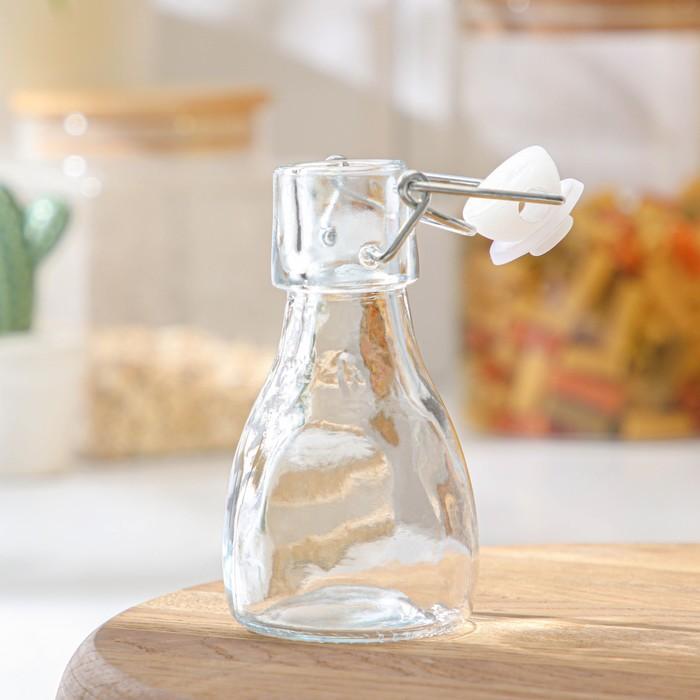стеклянная бутылка с бугельной пробкой
