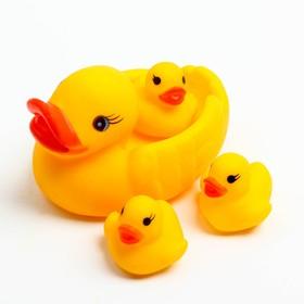 Набор для ванной «Уточки»: мыльница, игрушки 3 шт. в наличии