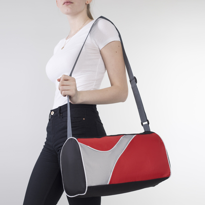 Сумка спортивная, отдел на молнии, 3 наружных кармана, длинный ремень, цвет чёрный/красный