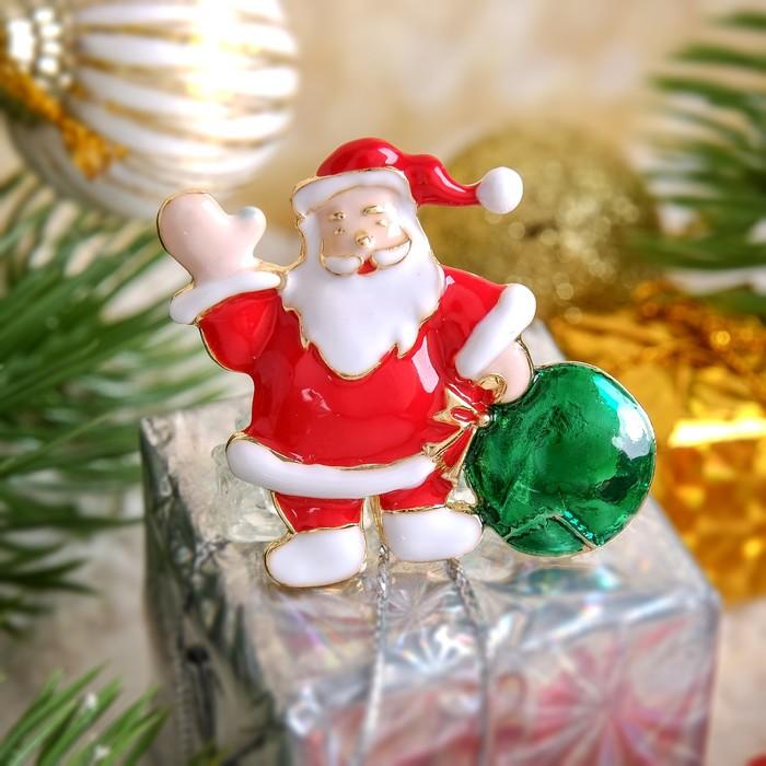 """Брошь """"Новогодняя сказка"""" Дед Мороз с мешком подарков, разноцветный в золоте"""