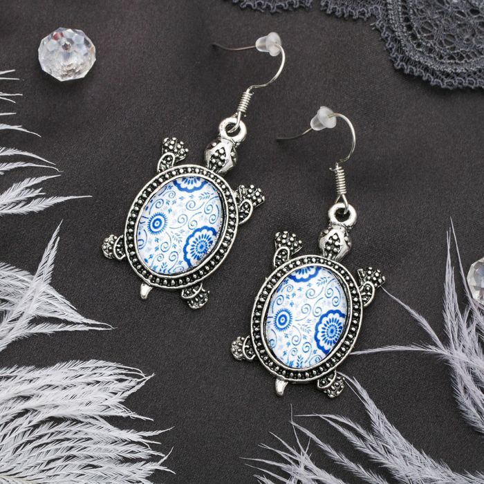Серьги из стекла Candy черепашки, цвет бело-синий в чернёном серебре