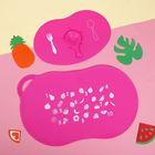 Набор детский для кормления, 2 предмета: коврик нескользящий для стола, подставка с присосками для тарелки, цвет розовый