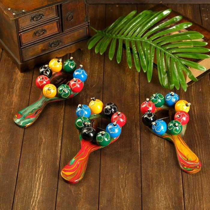 Музыкальный инструмент Маракас с шариками и пластинами радужный 25х13х5 см МИКС