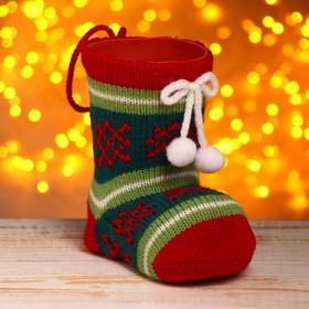 Подарочная упаковка «Сапожок», вязаный носок, с помпонами в Донецке