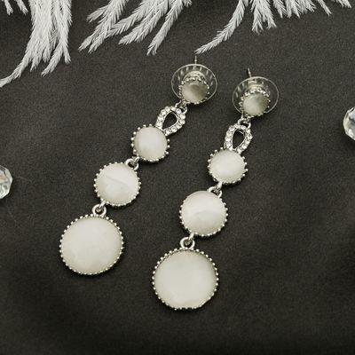 """Серьги """"Круги"""" капель, цвет белый в серебре"""