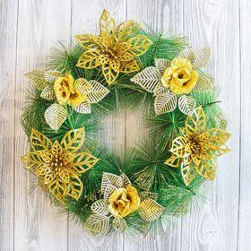 Венок новогодний d-30 см с золотыми цветами