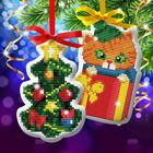 """Новый год, вышивка крестиком на елочной подвеске """"Котенок и елочка"""", основа 25*35 см"""