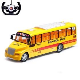 "Bus RC ""School"", running on battery power, the light"