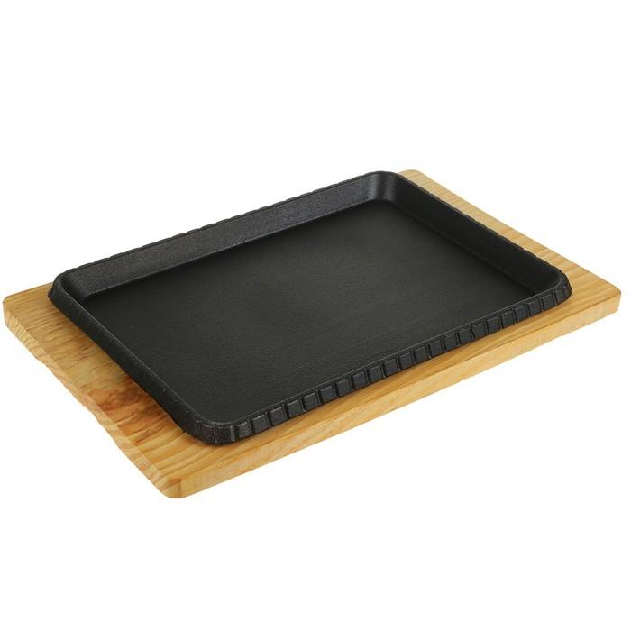 """Сковорода """"Прямоугольник. Риф"""", на деревянной подставке"""