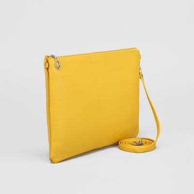 Клатч женский, отдел на молнии, длинный ремень, цвет жёлтый