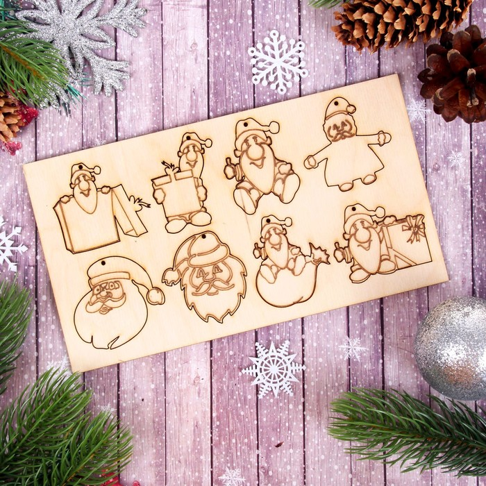 """Деревянные подвески """"Деды морозы"""" на планшетке, 8 шт."""
