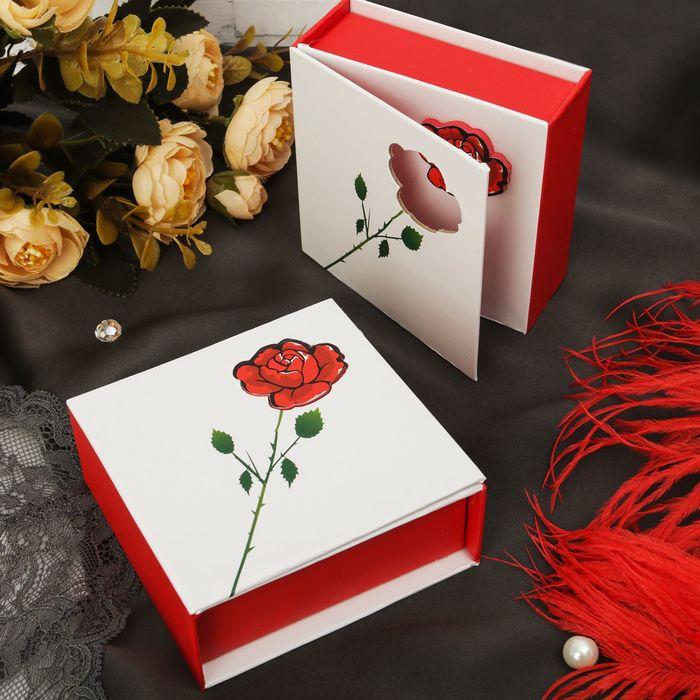 """Коробочка подарочная под браслет """"Роза с шипами"""" 9*9,5*3,5, цвет бело-красный"""