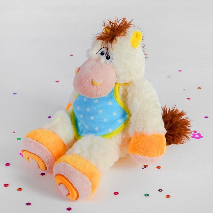 """Мягкая музыкальная игрушка """"Лошадь"""" в передничке сидит"""