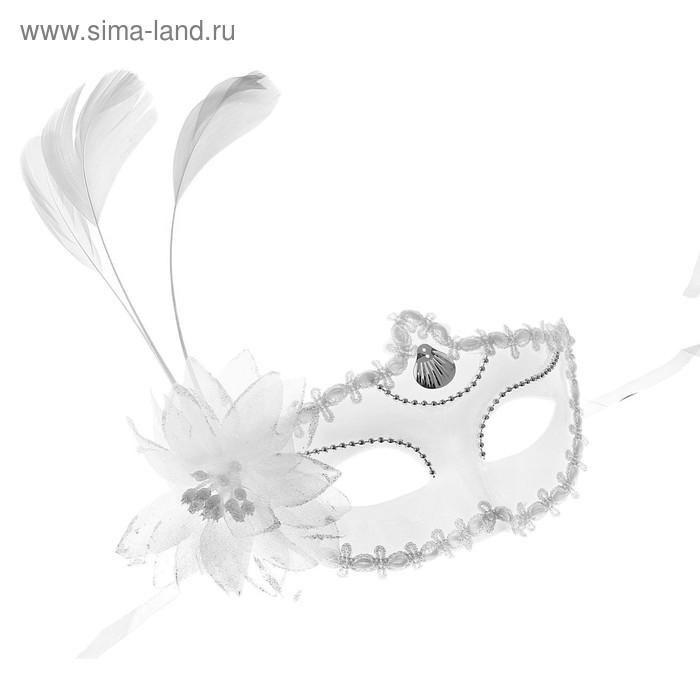 Карнавальная маска белая с цветком три пера 10*18